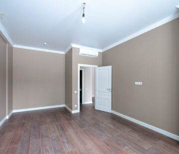 Empty room after repairs in an apartment building. Fresh renovated room with wooden floor